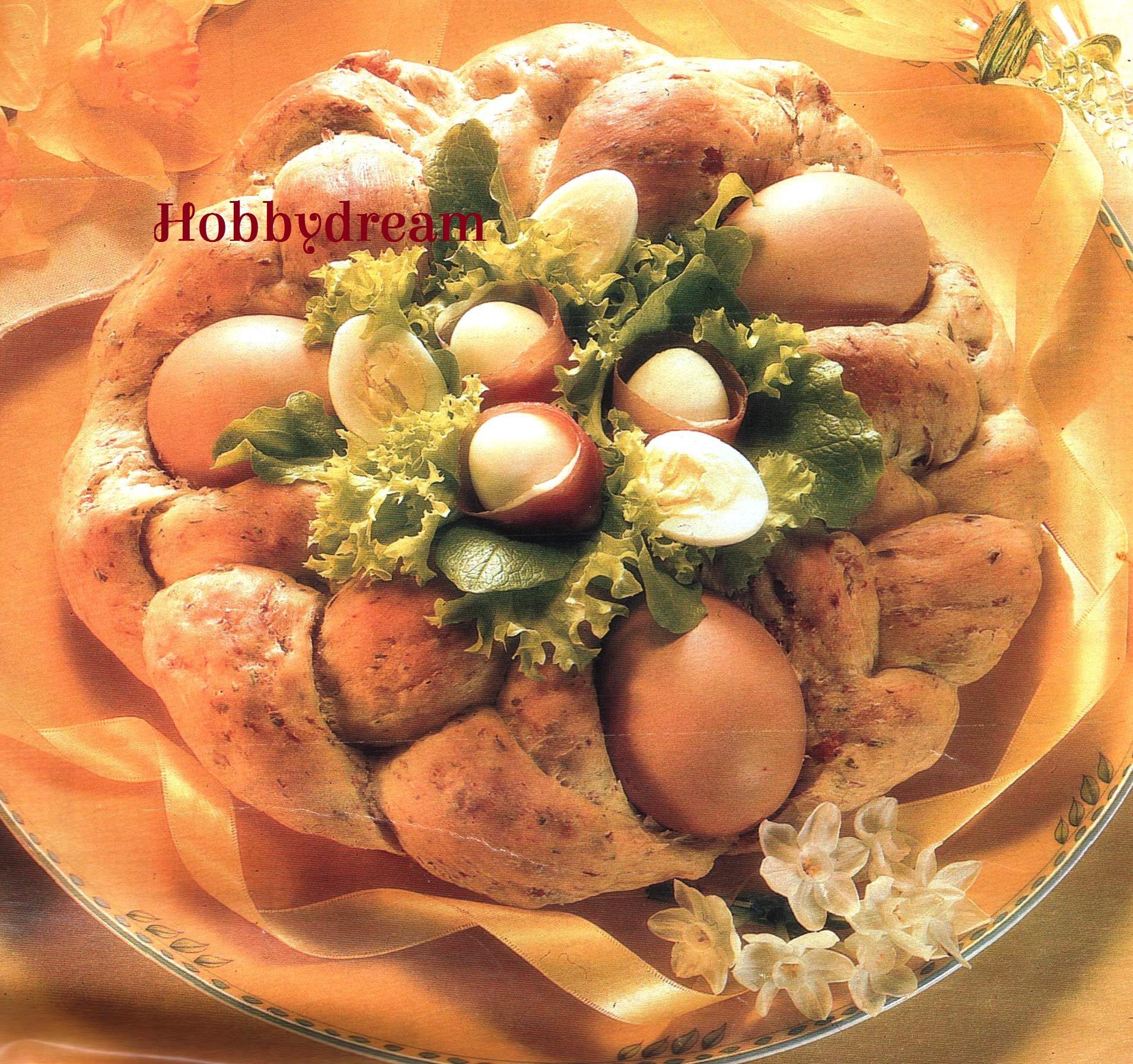 Torta di Pasqua salata con uova sode